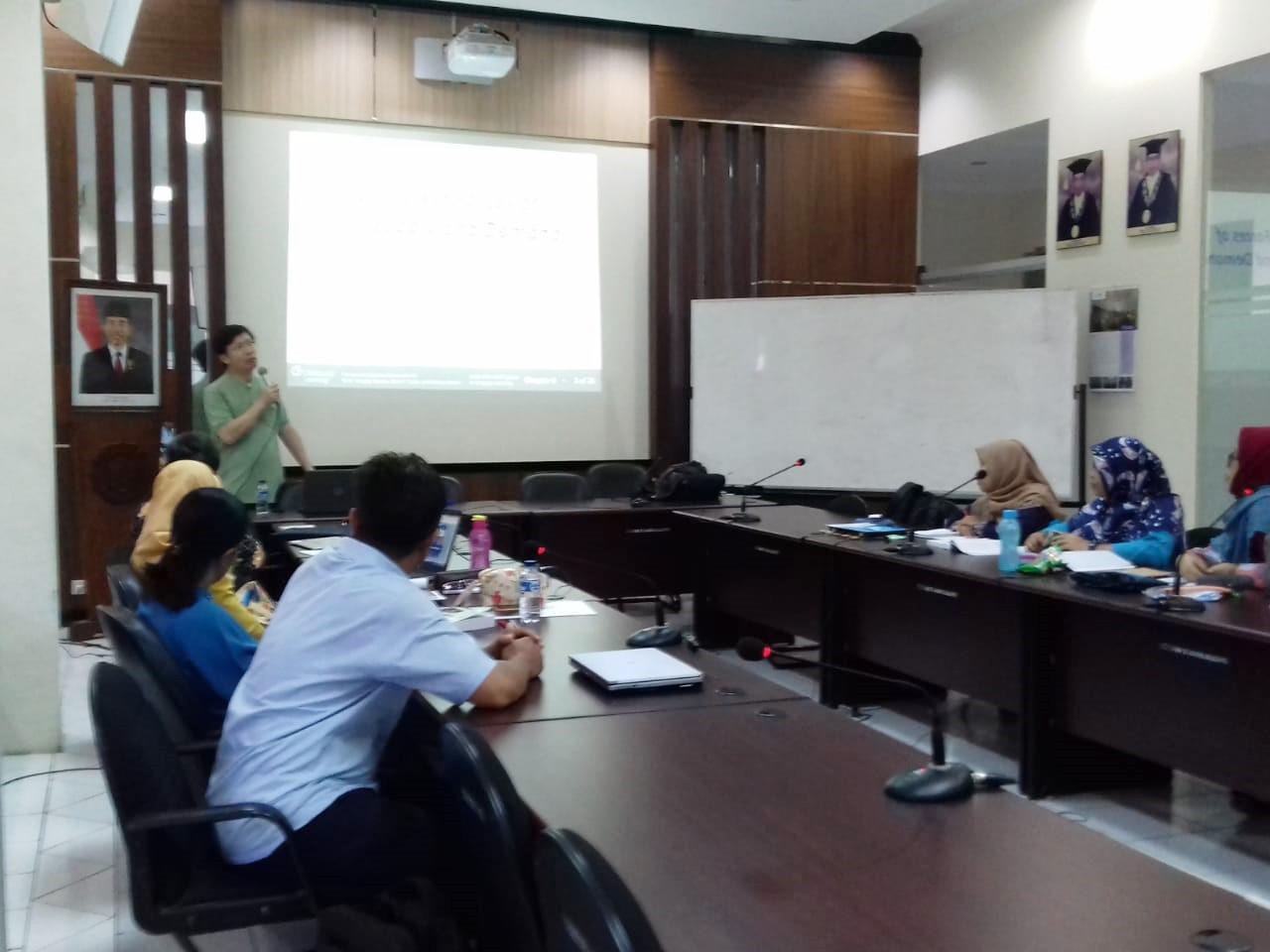 Profesor Universitas Putra Malaysia Kunjungi FEB UNS